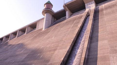 ダム、コンクリート、水、貯水池、風景の写真フリー素材 Dam, concrete, water, reservoir, landscape photo free material