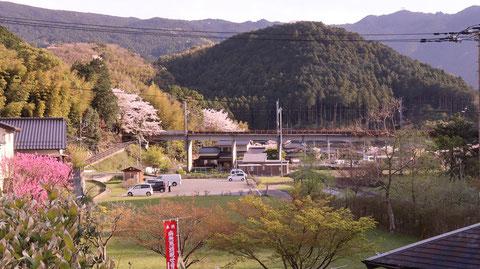 田舎、桜 夕焼け、山、風景の写真フリー素材 Countryside, cherry blossoms, sunset, mountains, landscape photos free material