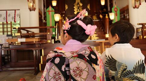 七五三、お寺の着物姿、和風写真のフリー素材 Shichigosan, kimono of temple, free material of Japanese style photo