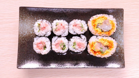 ネギトロ、海鮮巻き、軍艦、寿司、寿司桶、外食、料理、食べ物の写真フリー素材 Negitoro, seafood rolls, warships, sushi, sushi tubs, eating out, cooking, food photos Free material
