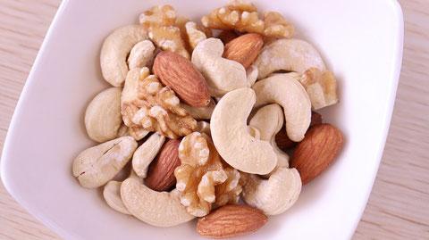 ミックスナッツ、くるみ、カシューナッツ、アーモンド、ナッツ、ダイエット、お菓子、おやつ、料理、食べ物の写真フリー素材 Mixed nuts, walnuts, cashew nuts, almonds, nuts, diets, sweets, snacks, food, food photos Free material