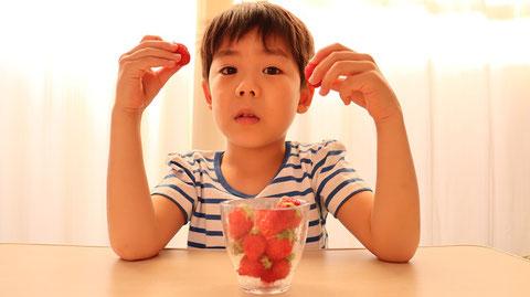 苺、果物、フルーツ、子供、インテリア、写真フリー素材 Strawberries, fruits, fruits, children, interiors, photos free material