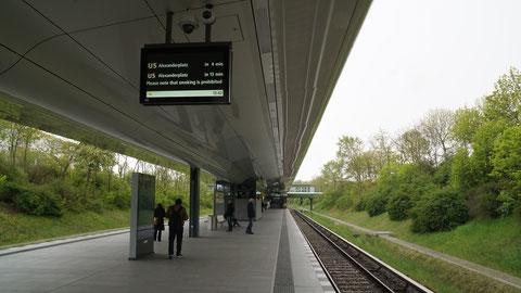 Premiere bei der BVG: Outdoor-TFT an der Station Kienberg