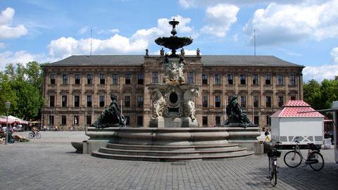 Zwar nicht direkt am Paulibrunnnen, aber in unmittelbare Nähe werden die neuen TFT-Anzeiger installiert. (Quelle: de.wikipedia.org, Helmlechner)