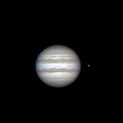 """Jupiter - am 11. Februar 2015 in Flumenthal aufgenommen (Am C14 ohne Reducer) - rechts ist der Mond """"Io"""" zu sehen."""