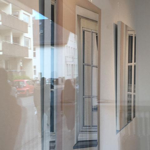 Fotografische Eindrücke von Außen/Blick in die Galerie