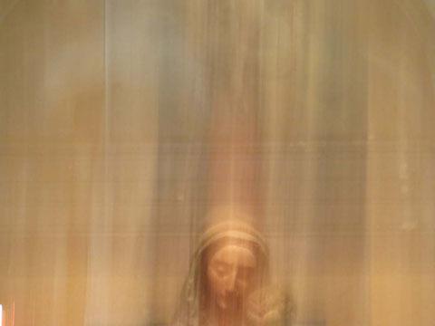 Andrea Ridder: Slipping Madonna, 2016 Basilika San Silvestro, Rom, Image Print auf Dibond, 30 x 40 cm (limitierte Auflage)