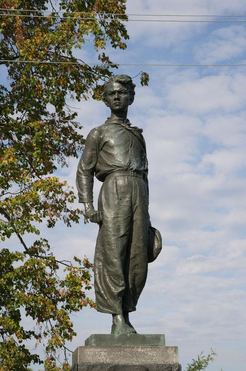 Памятник на могиле братьев Морозовых
