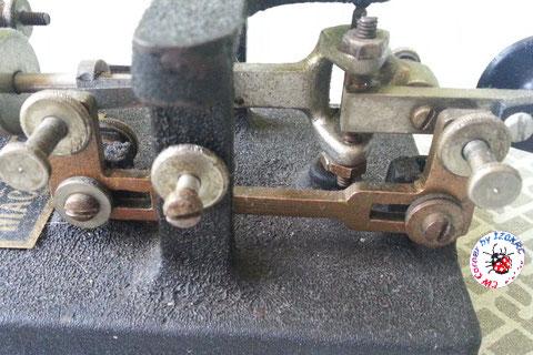 Mc Elroy modello 1936A - Particolare contatto a forma di U