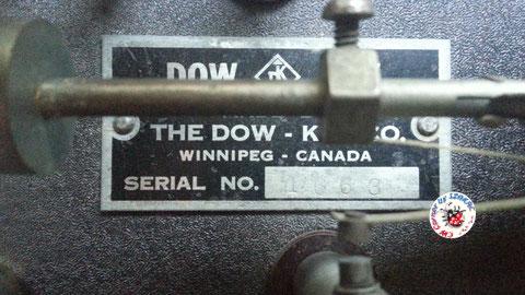 Dow key - Lightning model finitura black wrinkle, particolare della targa.