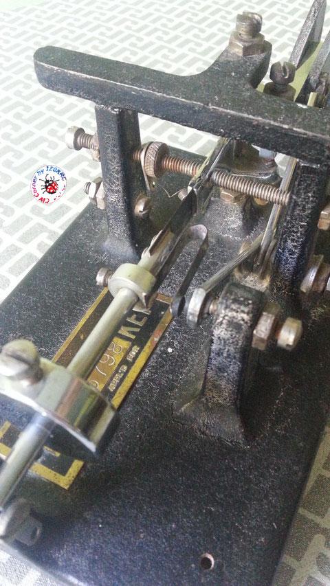 Mc Elroy model 1935, Deep Vee - Particolare frame e contatti
