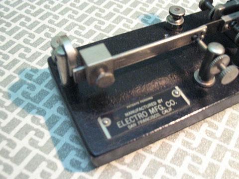 """Electro bug jr. - da notare la grande dimensione dei punti di contatto, qui """"dit point"""""""