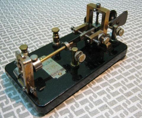 Martin Vibroplex 1905 - Particolare sulle tre  controviti di blocco