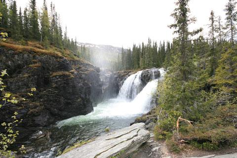 An der 52 im Hemsedal: der Rjukandefossen, wunderschön und eine kleine einsame Wanderung
