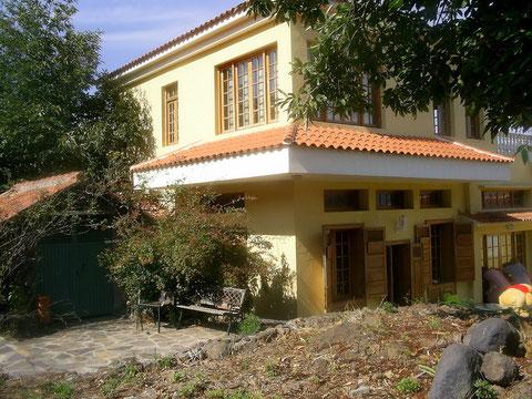 die Villa ist im Landhausstil und hat 2 Etagen ein einmaliges Immobilien Angebot