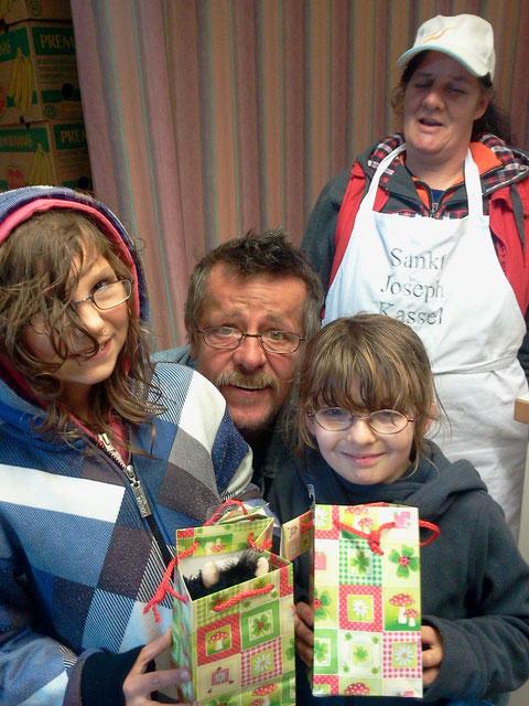 Geburtstagsüberraschung für Knder bei der Lebensmittelhilfe im Gemeindehaus (2013)
