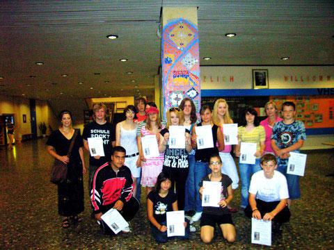 Die Schüler erhielten ein Zertifikat über ihre Teilnahme