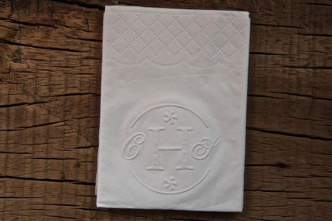 Nostalgie-Hochzeit geprägte Initialen im Taschentuch