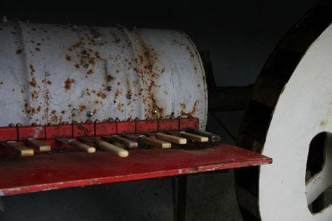 Musikwalze aus alten Messern  - mit Wasserkraftantrieb