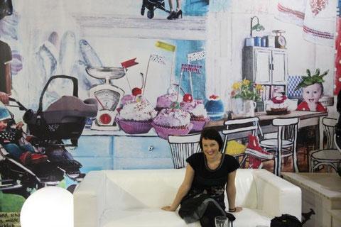 Christine Hohenstein vor ihrer TFK Messewand - Köln 2011