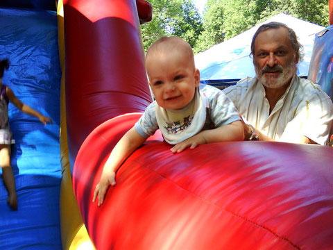 Мальчик Аркаша и его папа.