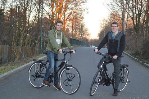 Niklas Lehnert (links) und Tim Thesing machen sich in zwei Wochen auf den Weg in ein neues Abenteuer. [Foto: Italiani]
