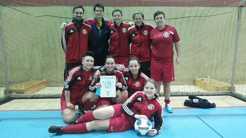"""Wir sind stolz auf unser Team"" (v.l.n.r.: Daniel, Gerdi, Anna, Jana, Chary, Iriná, Jasmin, Kim, Maria)"