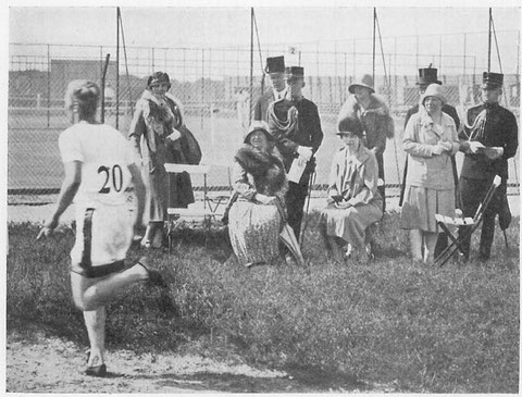 1928 Amsterdam: Queen Wilhelmina watches running event