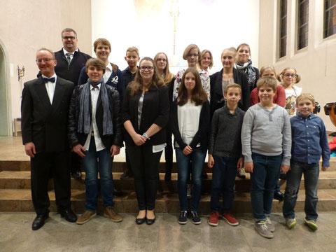"""Jugendkapelle mit Dirigent Roland Kopp beim """"Konzert in St. Josef"""" am 01.11.2015"""