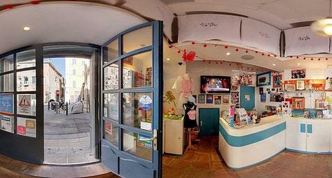 Mise-à-jour : Info ! La boutique du quartier du Panier ferme définitivement ses portes en juin 2014.