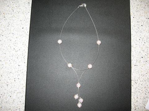 Modèle 27 : collier shamballa constellation : possibilité de le faire dans différents coloris : 15 euros.