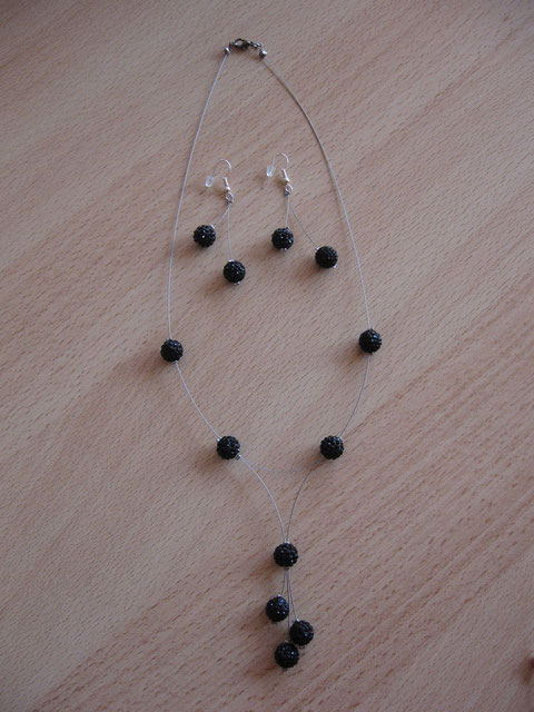 Modèle 27 : collier shamballa constellation, longueur : 49 cm : 18 euros, la parure.