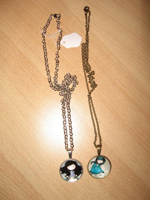 Modèle 27 : collier Gorjuss : 9 euros. Celui de droite (n° 1) mesure 52 cm. Celui de gauche (n° 12) a été vendu.