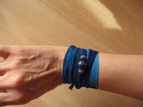 Bracelet soie Lagon : 8 euros.
