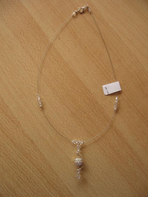 Modèle 11 : collier shamballa : longueur du collier : 45 cm : 7 euros. VENDU.