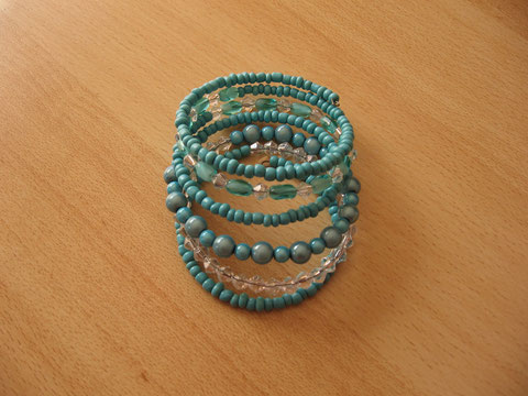 Bracelet : fil mémoire 6 tours : 15 euros.