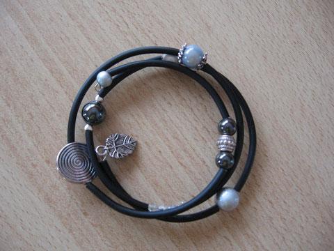 Bracelet : diamètre 65 mm : 6 euros. VENDU.