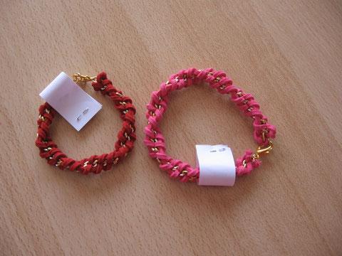 Bracelet tressé daim : 6 euros.