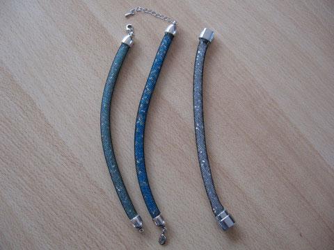 Bracelets résille, toupies et rocailles : 6 euros. Le 3ème est vendu !