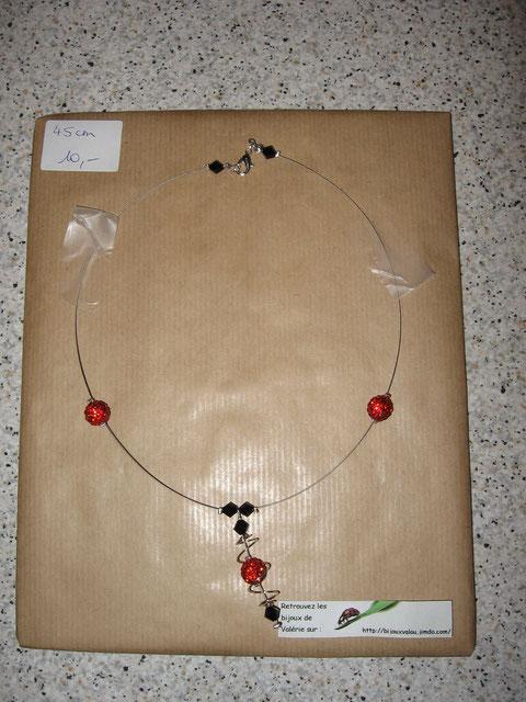 Modèle 11 : collier shamballa : longueur du collier 45 cm, toupies swarowski : 10 euros. VENDU.