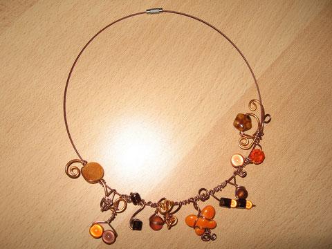 Modèle 4 : tour de cou câblé brun, 46 cm, 15 euros. VENDU.