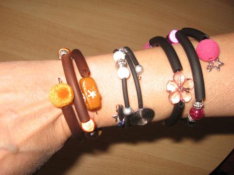 Bracelets en buna cord, fil mémoire, diamètre 55 mm, différentes perles : 6.-. Celui du milieu est vendu.