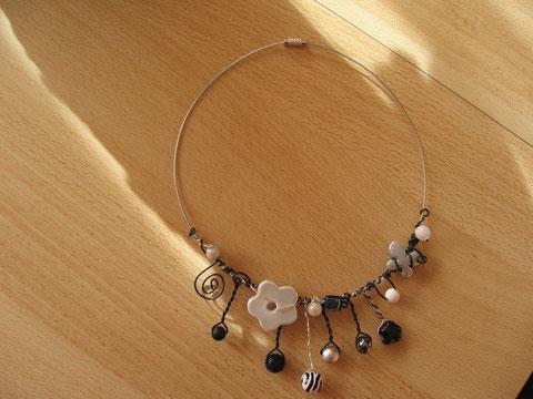 Modèle 4 : tour de cou câblé gris, 46 cm : 15 euros.