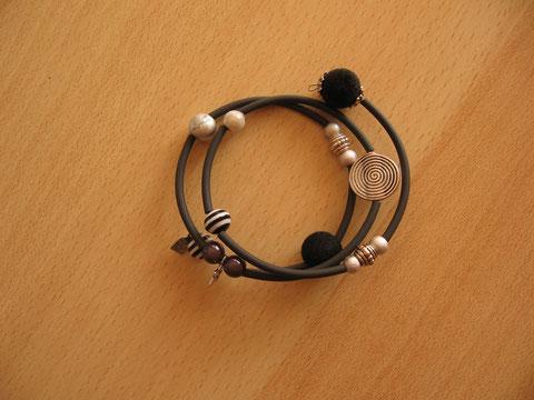 Bracelet : diamètre  mm : 6 euros. VENDU.