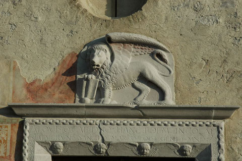 Gaio, chiesa di San Marco. Particolare del portale del Pilacorte (1490).