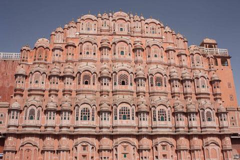 Die Fassade des Palastes der Winde - eines der meistfotografierten Motive Indiens
