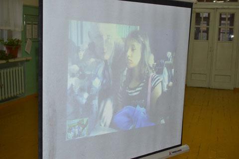 Auf einer Leinwand konnten unsere Schüler die Schüler aus Berlin gut sehen.