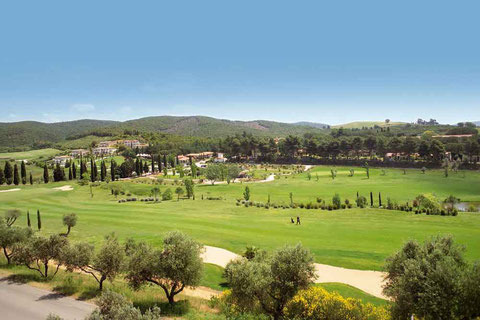 Golfresort mit Meisterschaftsplatz, Golfschule und allen Annehmlichkeiten.