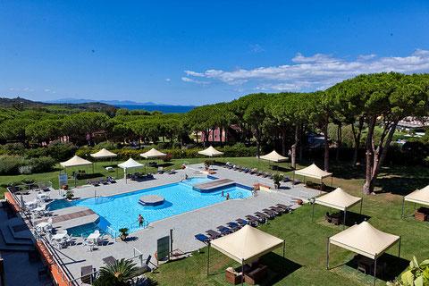 Modernes Hotel mit tollem Privatstrand, Spa und Golf um die Ecke
