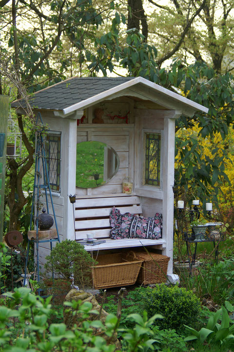 Gartenhaus Und Pergola